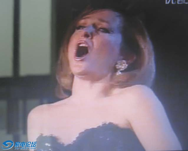 美女演唱《月亮颂》