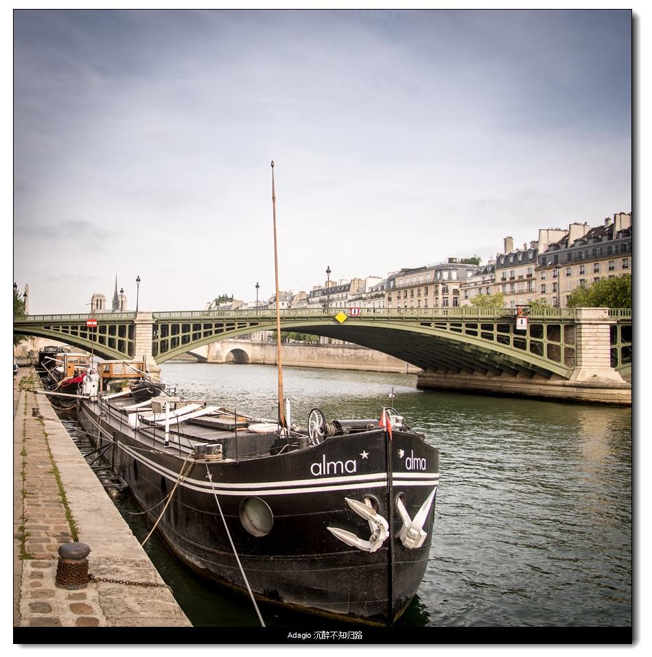 塞纳河上的船,上面住人的