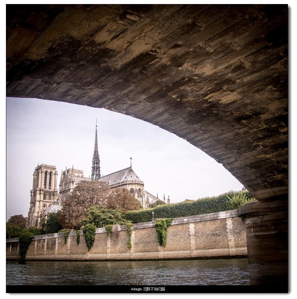 桥下的巴黎圣母院