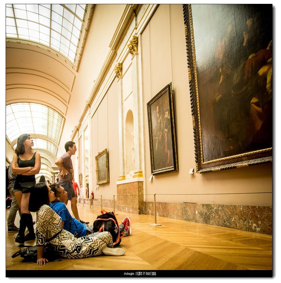 卢浮宫看画的人