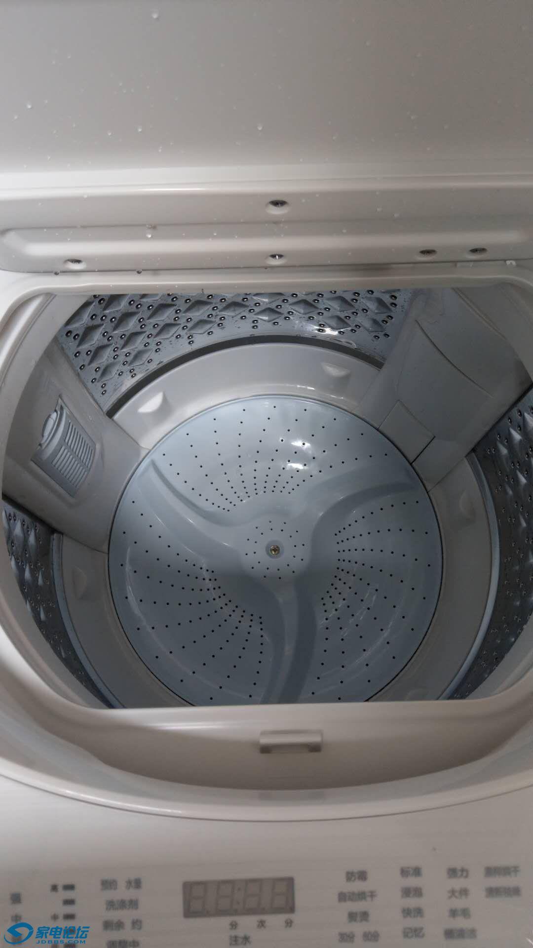 安装师傅放水还给试了下甩干稳不稳,后来看说明书才知道洗衣机自带测试程序。,
