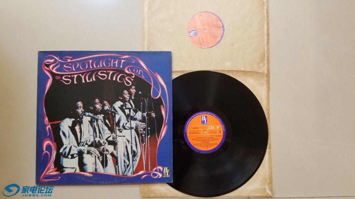 W2284-1 著名的风格乐队 The Stylistics 演唱《聚光灯下的风格乐队》(2LP),英国H.jpg