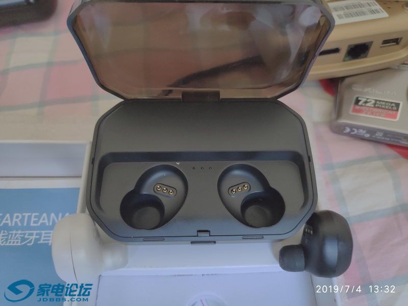 TWS-P10蓝牙耳机 05_调整大小.jpg