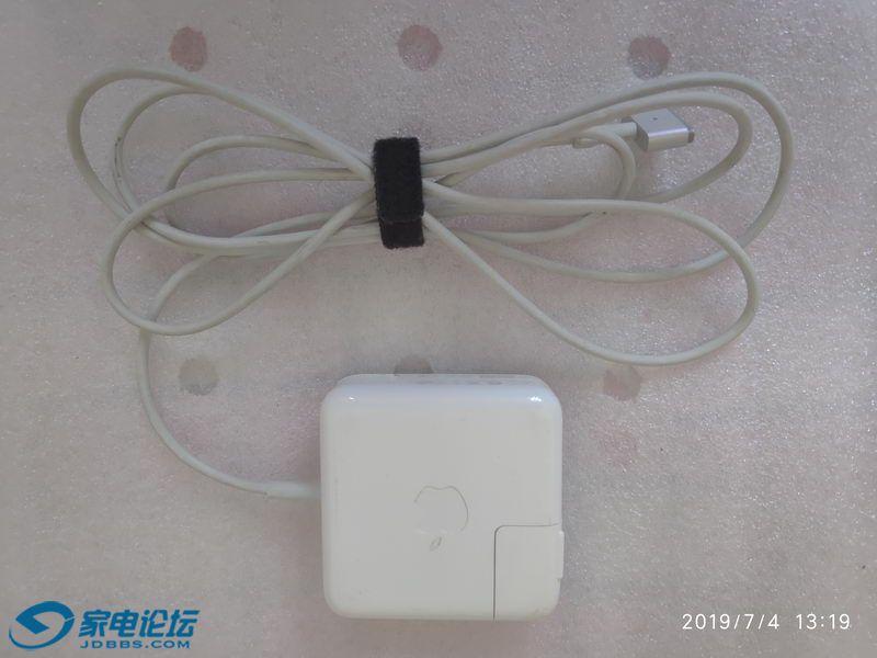苹果笔记本电脑充电器 01_调整大小.jpg