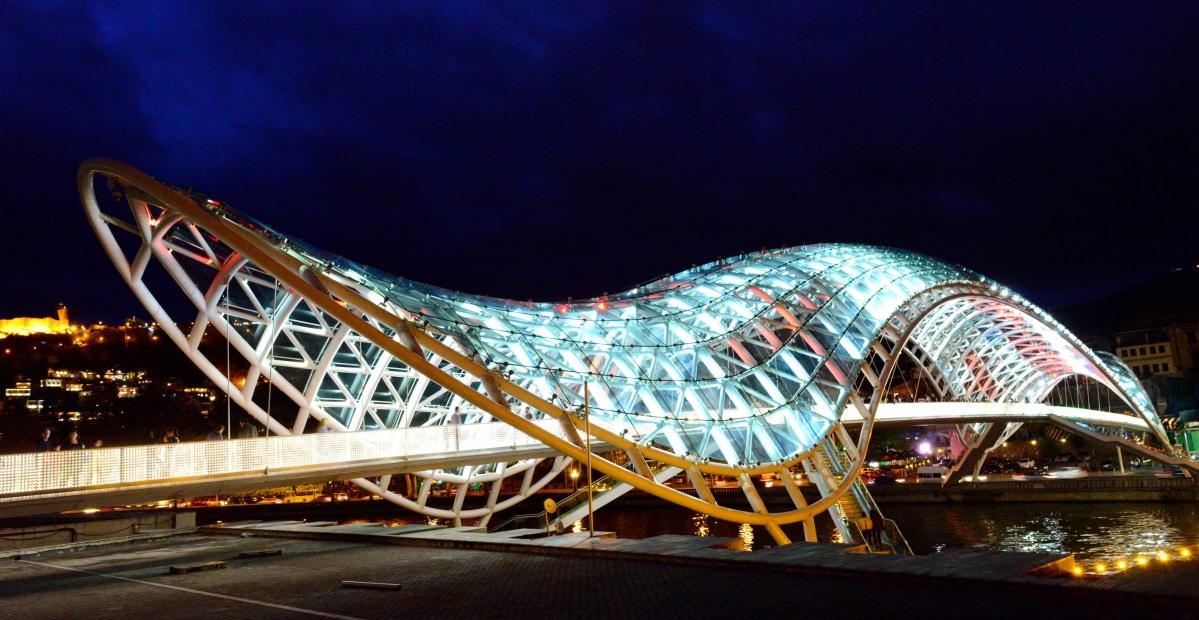 第比利斯和平桥夜景a.jpg