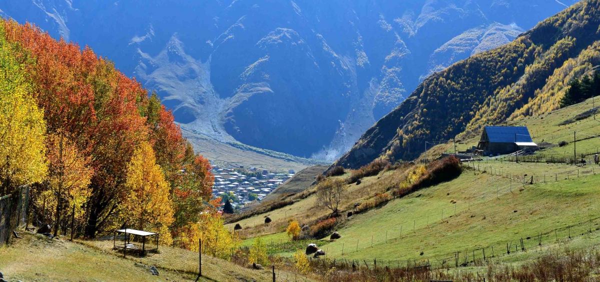 高加索山区的秋天a.jpg