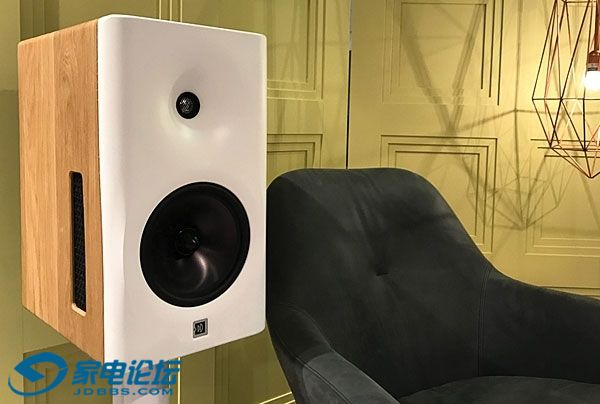 Dutch & Dutch 8c active loudspeaker system