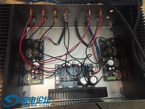 两种功放板合用一个机箱 下方的A3功放板 左右是A6 HD1969功放板