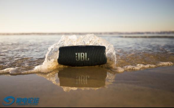 CHARGE5音乐冲击波五代便携式蓝牙音箱